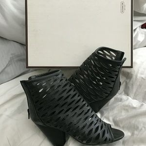 Womans Coach heel in box